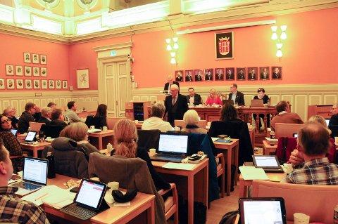 BUDSJETT: Bystyret behandlet tilskudd og budsjett i fem timer fredag.