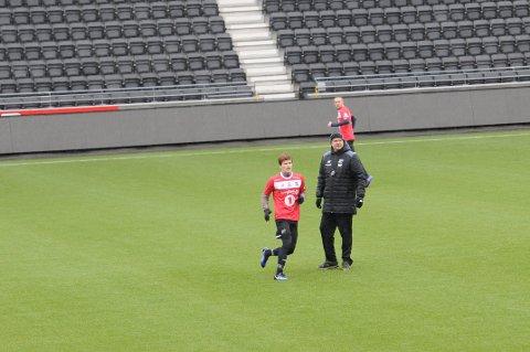INNE: Oliver Berg er tilbake for fullt og får starte mot Rosenborg søndag.
