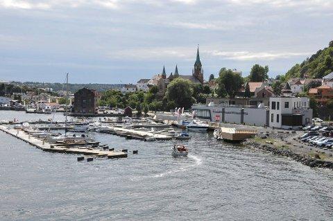 INDREFILETEN: Kirkebukta og resten av havnefrontområdet som Ivar Tollefsen nå har sikret seg, regnes som selve indrefileten i Kragerø sentrum. (Arkivfoto: Per Eckholdt)