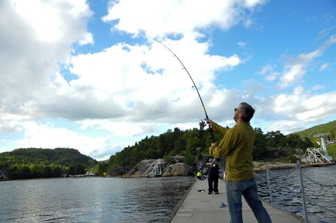 FISKERLYKKE: Jan Kristian Thommasen hadde fiskelykken med seg på Olavsberget.