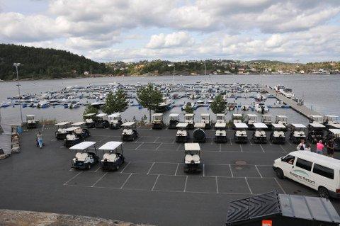 Parkeringsplassen for golfbiler ved Kragerø Resorts båthavn. Båthavna Kragerø resort. (Arkivfoto) Foto: Per Eckholdt