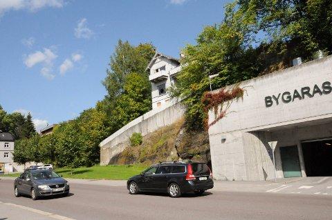 RIVE: Boligen i Ole Cudrios gate over Bygarasjen skal rives for å bygge ny tomannsbolig for mennesker med rusproblemer.