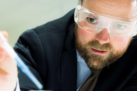 Tidligere lærer og rektor Johan Saers vil nominere kunnskapsminister Torbjørn Røe Isaksen (H) til Nobelprisen i medisin for innføringen av fraværsgrensen. Foto: Berit Roald, NTB scanpix/ANB