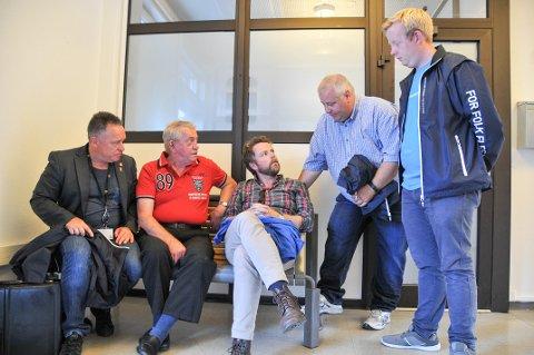 MØTTE MINISTEREN: Knut Morten Johansen (Frp), til venstre, Peter Graasvoll, kunnskapsminister Torbjørn Røe Isaksen (H), Bård Hoksrud (Frp) og Adrian Ness Løvsjø (Frp).