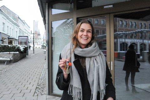 OVERTATT: Kathrine Nakken har fått nøklene og er den nye sjefen i Telemarksgata 10, som de største aktørene i byen har gått sammen om å kjøpe. Nå ønsker hun innspill på hva lokalene skal fylles med. FOTO: VIGDIS HELLA