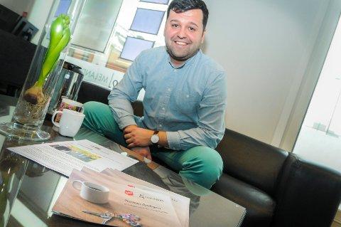 VELDEDIGHET I BOLIGSALG: Edin Ljajic hos Melad og Partners forrteller at eiendomsmeglerkjeden gir 100 kroner for hver solgte bolig.