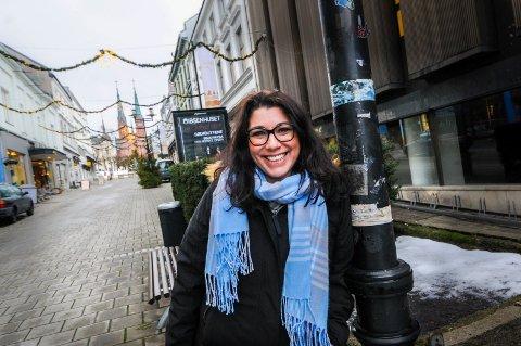 VIL HJELPE: Peri-Ilka Tincman har jobbet med offentlig forvaltning i Østerrike i 15 år før hun kom til Norge. – Jeg var avdelingsleder i skoledepartementet i Salzburg, men savnet å jobbe med mennesker, forteller hun. Det fikk hun gjøre i jobben hos Folkeuniversitetet og stortrivdes med det. Nå håper hun å kunne skape sin egen – og andres - arbeidsplass gjennom Lope.