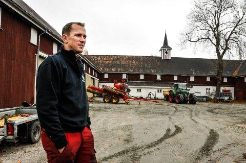 ÅPEN: Henrik Kjeldsen har valgt å være åpen om farens selvmord. - Hvis det kan hjelpe andre er det verdt ubehaget ved å fortelle, sier han.