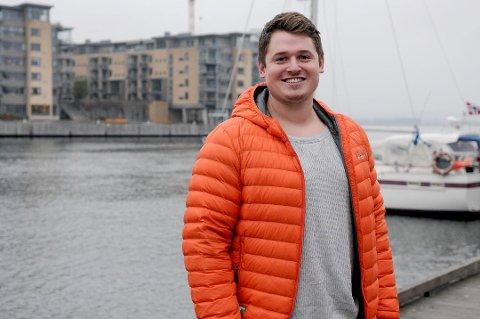 """Sander Andersen (22) brenner for å hjelpe andre, og nå driver han sitt eget treningsfirma """"EntireBody"""". Foto: Thea Natalie Svendsen"""