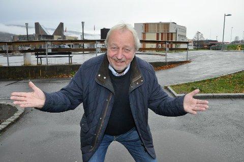 REKORDLAV JULEMÅNED: Henning Johanson i Notodden energi vet ikke hvorfor strømprisen ikke har falt allerede. En trøst er at strømprisene til jul kan bli lavere enn de var i juli.