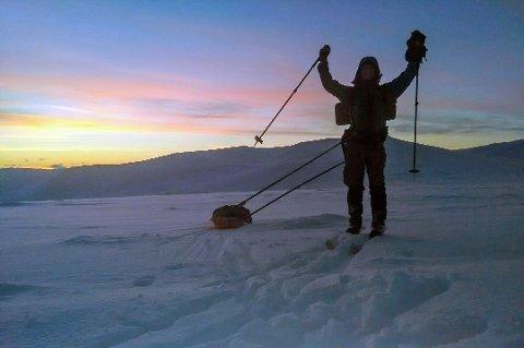 HJEM: Magnus Sandven på vei hjem til julemiddagen på Notodden. Han valgte ikke den enkleste varianten i år. Foto: Privat