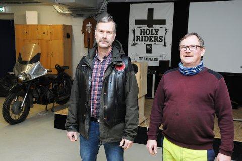 I MC-LOKALET: Jarand Semb i Holy Riders har tatt godt imot pastor Svein Dalen i den ferske menigheten Ny start.