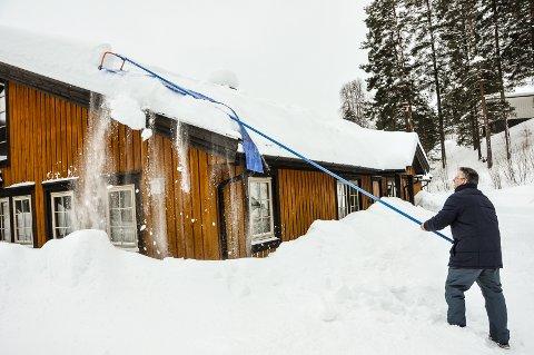 VINTERUTFORDRING: Denne vinteren skapte utfordringer mange steder i fylket, nå vil rådmannen i Skien opprette et fond for ekstraordinær vinterdrift.