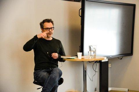 BOKAKTUELL: Stian Johansen har skrevet boken «Norge og døden», der store deler av handlingen er lagt til Porsgrunn.