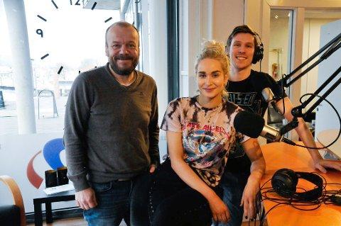 DABBER IKKE AV: Geir Friberg, Kaja Berg og Simon Viking Laland får stadig flere lyttere på FM-nettet.