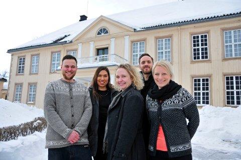GIRA PÅ NYTT KONSEPT: Andreas Nordmo, Liza Nienova, Christine Hermansen, Thomas Bye og Silje Honningdal samarbeider om å utvikle to ulike Escape Room-konsepter hos Telemark museum. Det første åpner på Søndre Brekke til sommeren.