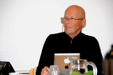 TYDELIG: Jon Svartdal (H) la lite i mellom da han diskuterte samarbeidet med Vest-Telemark-kommunene. arkivfoto