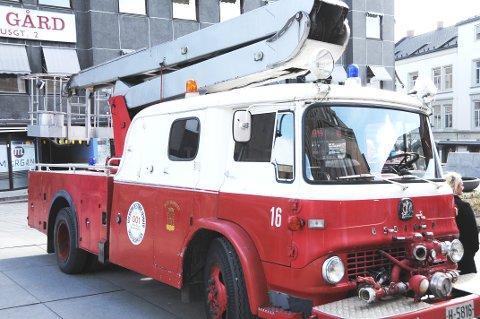 KOMMER TIL BYEN: Skien sentrum vil få besøk av en rekke brannbiler som denne i starten av juni.