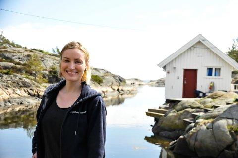 SATSER: Annika Sörell har det såpass travelt, at hun må ansette to ekstra kokker på heltid. Sjøboden bak henne er ofte fullboket ett år i forveien.