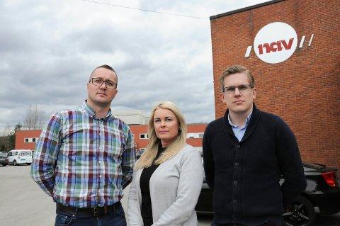 FLYTTES: 34 ansatte som i dag jobber ved Navs kontaktsenter på Kjørbekk, må fra 2021 flyttes til Tønsberg. - Vi er skuffet, sier tillitsvalgte Ulla Melvold og Eirik Brattum med Semir Dedic (t.v.). ARKIVFOTO