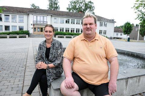 UTVIDER IGJEN: Mogens Iversen fotografert sammen med salgsansvarlig Hanne Christine Smeland da Aasmundsen bakeri skulle etablere seg i Bø