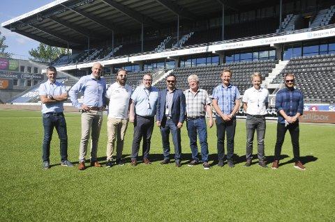 KLARE FOR BYGGESTART: Fra v.: Stian Reite (ABB), Pål Trygve Nilsen (ABB), Einar Håndlykken (Odd), Ken Isaksen (ABB), Øivind Askvik (Skagerak Nett), Knut Wille (Kontorbygg), Henrik Landsverk (Skagerak Nett), Øyvind Bakkebø (Skagerak Nett) og Karl-Fredrik Skalleberg (Skagerak Nett).FOTO: KRISTIAN HOLTAN