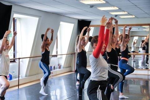 DANS OG MORO: Over 50 barn og unge fyllte opp studioene til Skien Ballett og Dansesenter for å være med på Dance Camp 2018 forrige uke