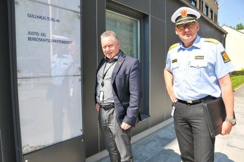FRA TELEMARK: Politidirektør Odd Reidar Humlegård (til høyre) er fra Porsgrunn, mens Knut Morten Johansen (Frp) fra Skien har et stort politisk ansvar for politiet i jobben som statssekretær i Justisdepartementet.