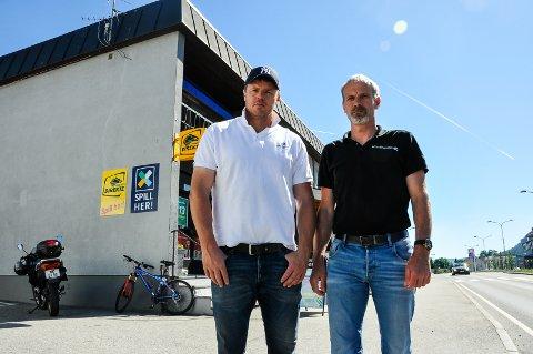 - HÅPLØST: Einar Forberg og Oddgeir Torekåsa legger ikke skjul på at det var overraskende å se Peer gynt-kiosken på over lista over vernede bygg.