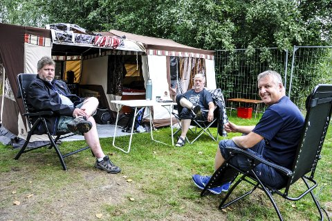 PÅ PLASS: Geir Austad Olsen, Geir Lunde og Tone Vidme var på plass på kartcampen fra klokka 09.15 onsdag morgen.
