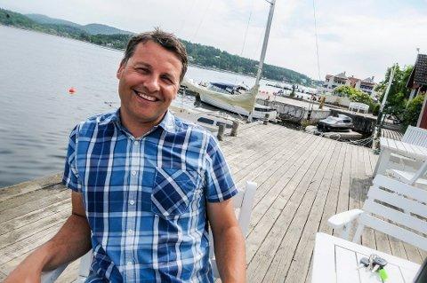 FORNØYD: - Denne sommeren har vært over all forventning, sier Krogsveens Henrik Tangen, som har opplevd tidenes sommer i hyttemarkedet.