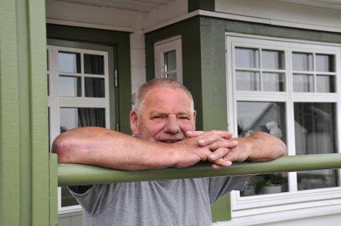 STRØKENT: Det var viktig for Bjørn Malm at huset han bygget for 20 år siden skulle være tipp-topp når neste eier overtok. Foto: Ellen Johannessen
