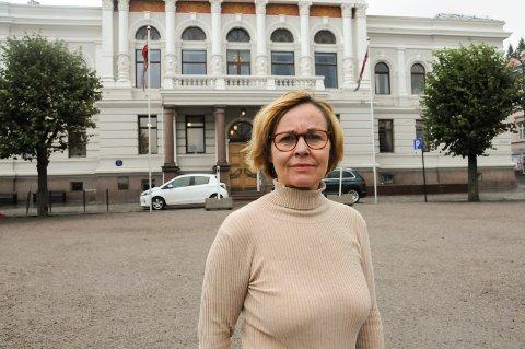 OVERRASKET: - Da jeg begynte å se på avviksregistreringene, ble jeg overrasket over hvor mange hendelser som er registrert på skolene, sier HR-rådgiver Anne Isaksen i Skien kommune. FOTO: VIGDIS HELLA