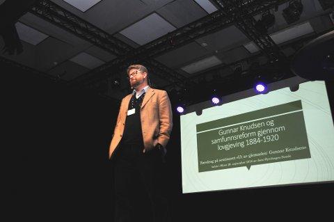 FORANDRINGER: Professor Jørn Øyrehagen Sunde holdt et vitalt foredrag om Gunnar Knudsen onsdag formiddag.