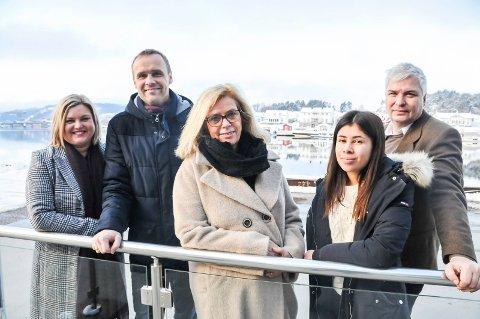 GLEDER SEG: Merete Sjølie PEdersen, Anders Rambekk, Ingrid Kåss, Maia Kåss og Per Erik Buchanan Andersen gleder seg til Frivillighetskonferansen 2019.