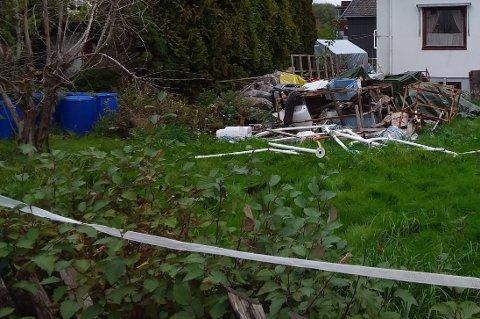 SEPTEMBER: Slik så det ut i slutten av september på tomta som huseier ble pålagt å rydde.