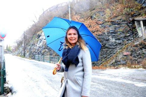 I GANG: Byutviklingssjef i Skien kommune, Mette Gundersen, har fått klarsignal fra jernbanemyndighetene til å starte opp arbeidet med en reguleringsplan som skal ende opp i et togstopp. Det vil befinne seg i fjellpartiet på bildet.