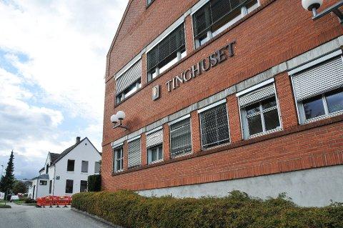 VILLE IKKE SNAKKE: 31-åringen nektet å forklare seg og fikk lov til å forlate rettssalen i Nedre Telemark tingrett etter at aktor hadde lest opp tiltalebeslutninga.