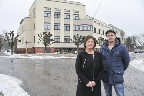 Ved betanien: Fylkesleder Marianne Nilsen Skjønstad og nestleder Kenneth Solheim i Fagforbundet Telemark utenfor Betanien hospital, hvor demonstrasjonen skal holdes.