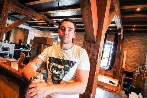 TØFFE TIDER: Den unge direktøren, Simon Møller, erkjenner at det er tøffe tider for bransjen.