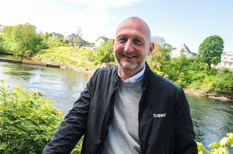 FRA PAPP TIL BADEBASSENG: Frode Sembs første jobb var på Grenland papp hvor han fikk lønna i en vokset papirpose. I dag er han salgssjef hos BWT Norge.