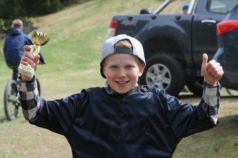FORNØYD: Noah Møller Nyegaard var blant de mange hundre som utfordret seg selv med stisykling i Skien lørdag.