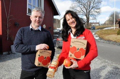 STØRST: Epleblomsten AS overtar Telejuice as - og blir størst i Norge på friskpresset eple. Her innehaver Sveinung Sauar og markedsleder Torunn Irene Vale i 2017.
