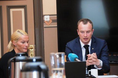 VENTER BARN: Hedda Foss Five venter barn til høsten med fylkesordfører Sven Tore Løkslid.