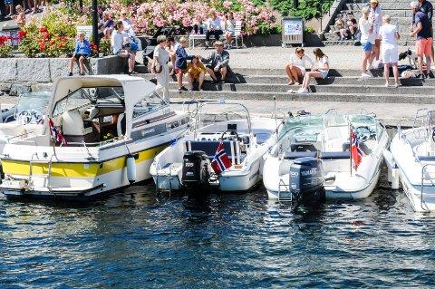 FEIL: Her henger flagget på styrbord side, som er feil ifølge norsk standard.