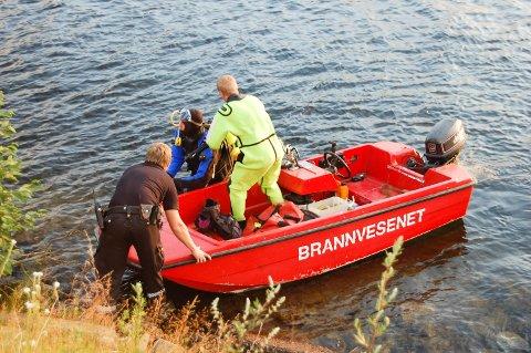 BADEULYKKE: I 2010 drev man både med dykking og overflatesøk i Heddalsvannet. Man lette etter en 10-åring som til slutt ble funnet i live av en brannmann fra Notodden som tilfeldigvis var sportsdykker.
