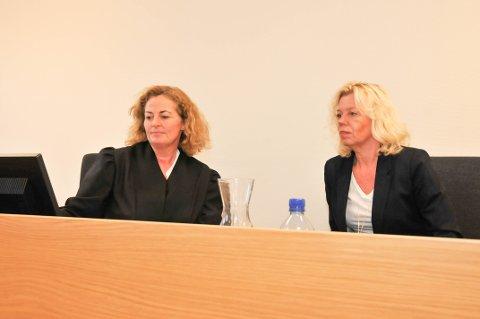 FRIFUNNET: Advokat Hilde Jorunn Skei Kostveit (til venstre) var prosessfullmektig for Bamble kommune, som var representert med barnevernleder Lene Lekman i retten.