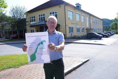 HOLD MOTET OPPE: Ordfører Kjell Sølverød mener det er hans oppgave å holde motet oppe i en vanskelig situasjon. Bildet viser han på offensiven i en tidligere sammenheng.