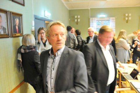 MÅ VENTE: Banksjef Jan Kleppe i Skagerrak Sparebank har vedtatt å dele ut 11,2 millioner kroner i utbytte men eierne må vente på pengene.