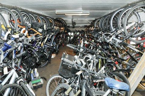 HOPER SEG OPP: Hos Grenland bilberging AS i Porsgrunn hoper det seg opp med stjålne sykler.